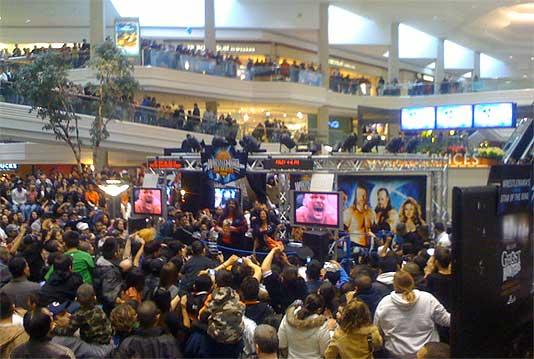 macys-at-woodfield-mall