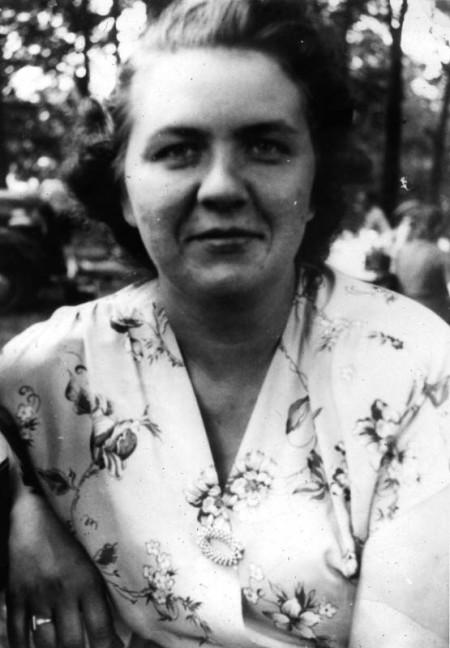 Violet, Aug 1947