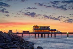 sunrise-at-the-fishing-pier