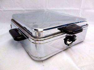 vintage-1950s-sunbeam-wwii-waffle-maker