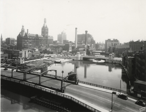 skyline-from-state-mke-river