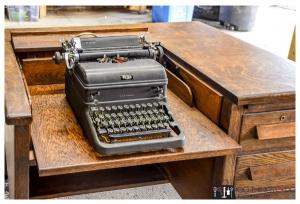 Typewriter-desk3